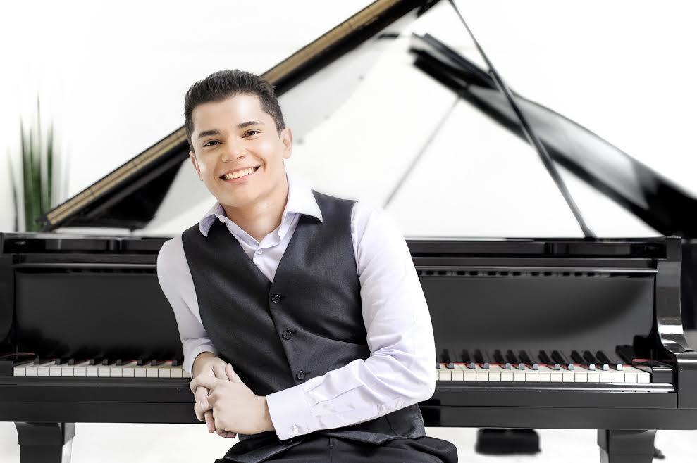 Pianista Aleyson Scopel se apresenta no projeto Concertos UFG