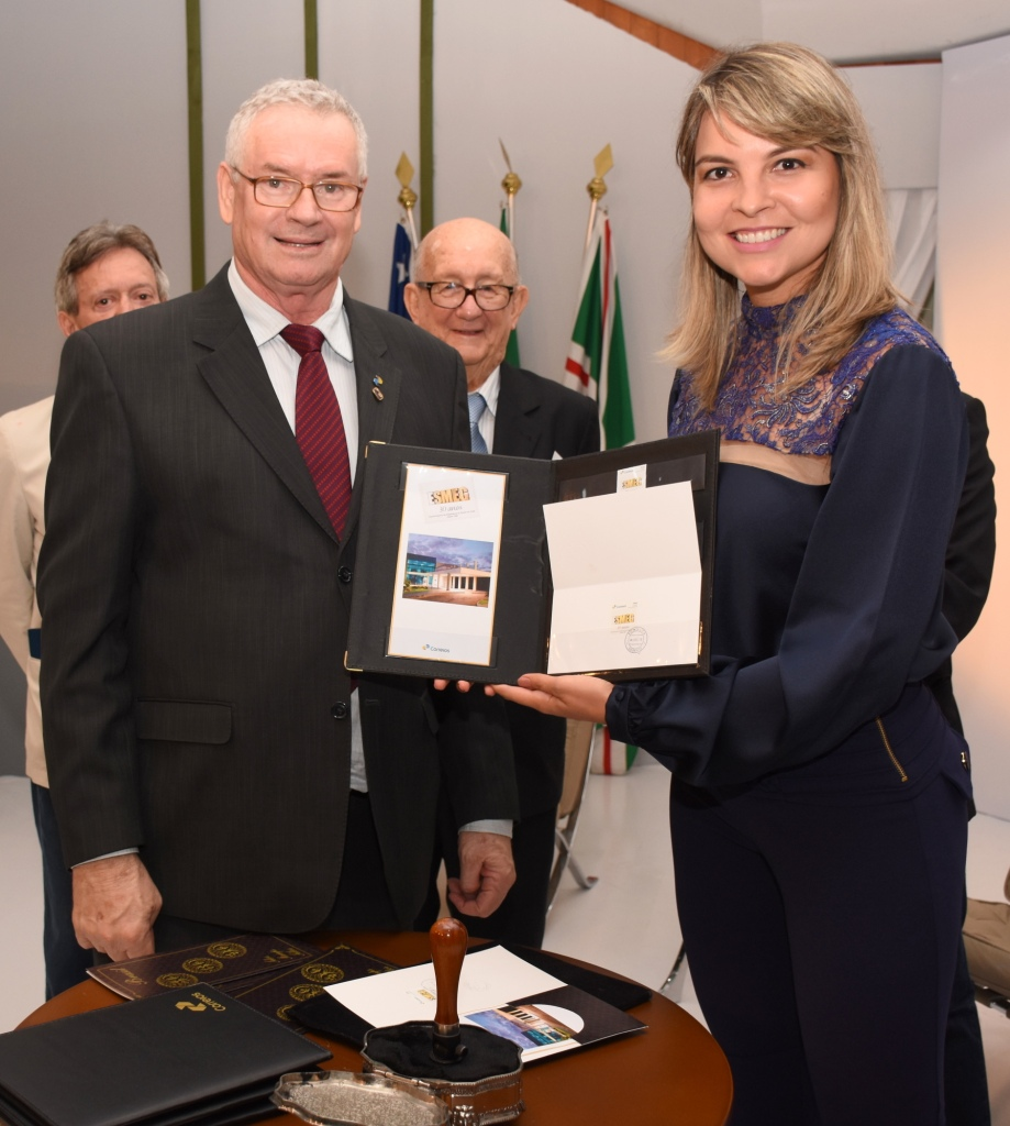 Para a diretora de Comunicação da Esmeg, juíza Aline Vieira Tomás, o selo comemorativo solidifica a importância da Esmeg para a magistratura goiana